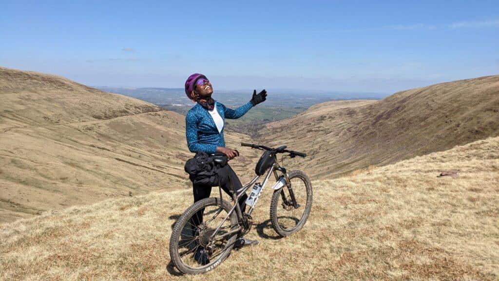 Vera Ngosi mit einem Mountainbike