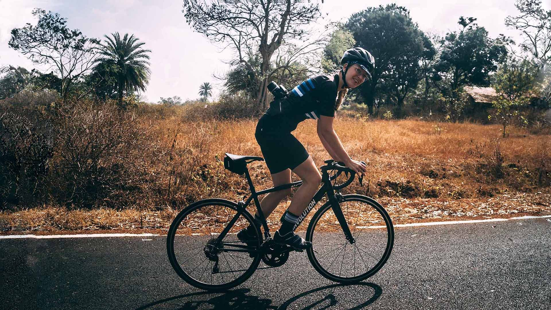 Stefanie Fritzen on the roadbike on the street